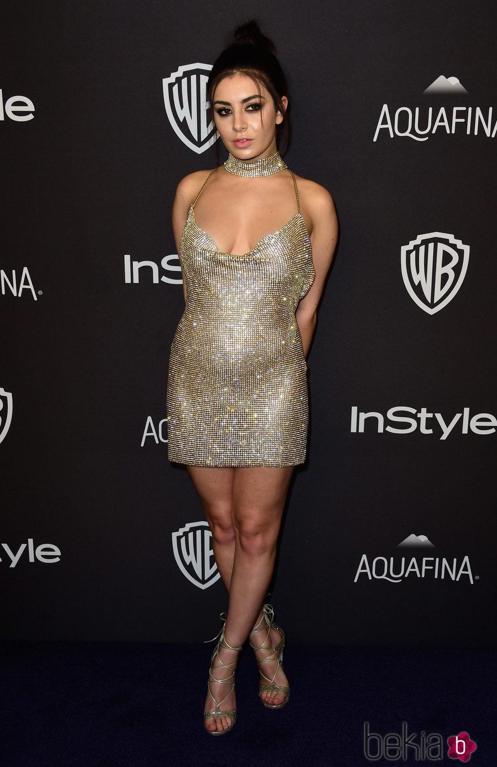 Charli XCX en la fiesta de InStyle tras la entrega de los Globos de Oro 2016