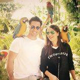 David Bustamante y Paula Echevarría en Miami con unos loros