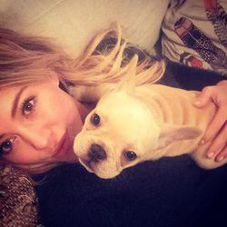 Hillary Duff y su perro Frenchie Beau