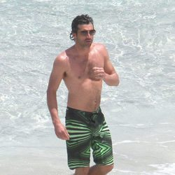 Patrick Dempsey con el torso desnudo en el mar