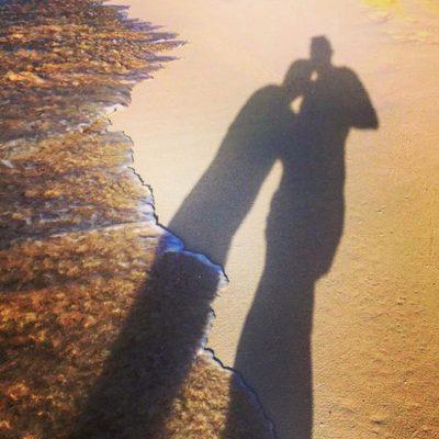 Jorge Javier Vázquez en la playa con su ex novio Paco