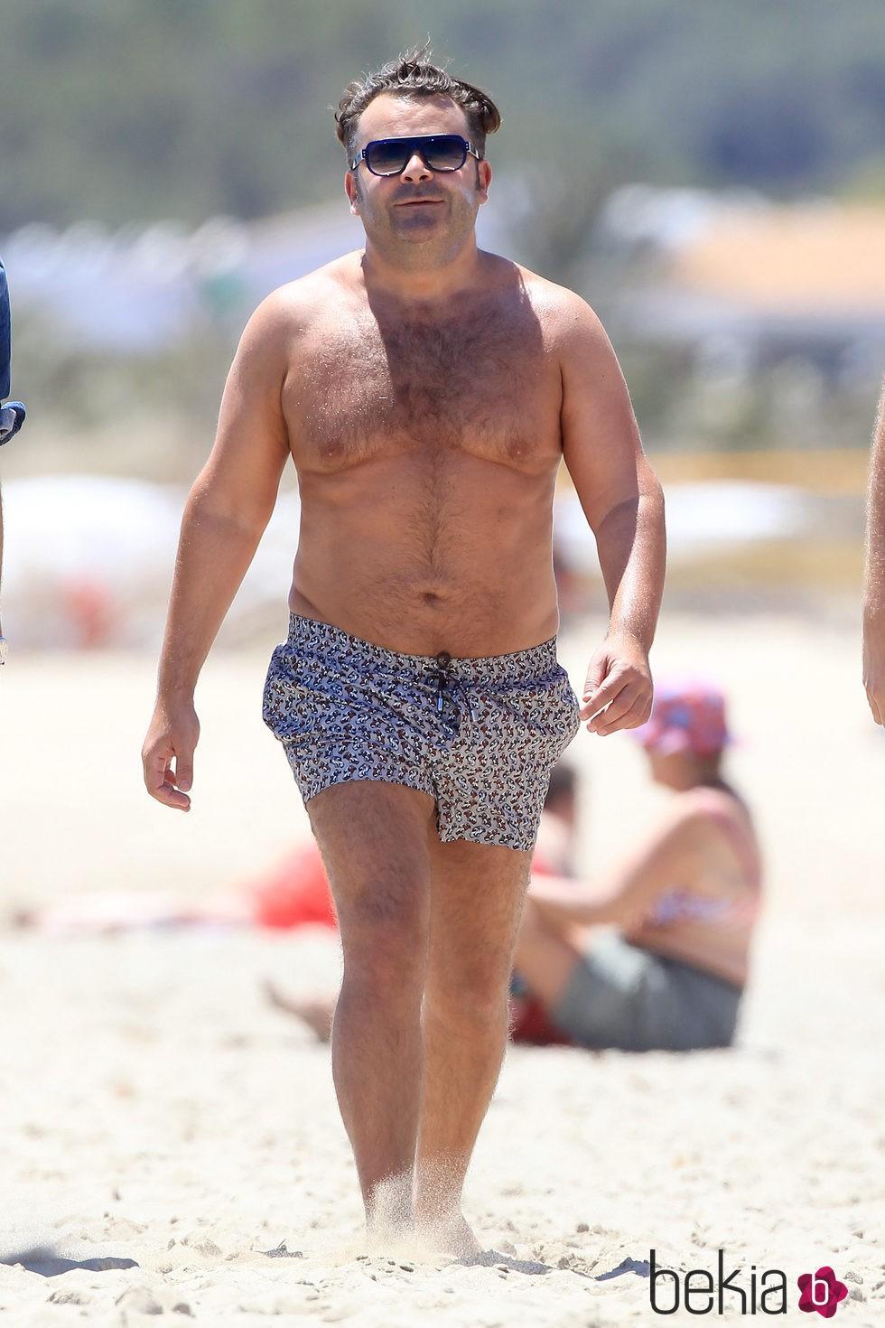 Jorge Javier Vázquez con el torso desnudo
