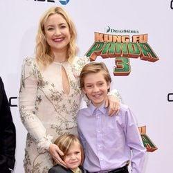 Kate Hudson con sus hijos Bingham Hawn y Ryder Robinson en el estreno de 'Kung Fu Panda 3'