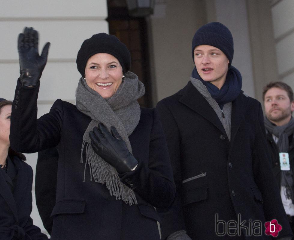 Mette-Marit de Noruega y Marius Borg en las celebraciones por el 25 aniversario del reinado de Harald de Noruega