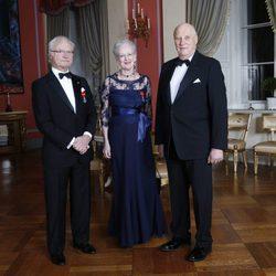 El Rey Harald de Noruega con el Rey de Suecia y la Reina de Dinamarca en el 25 aniversario de su reinado