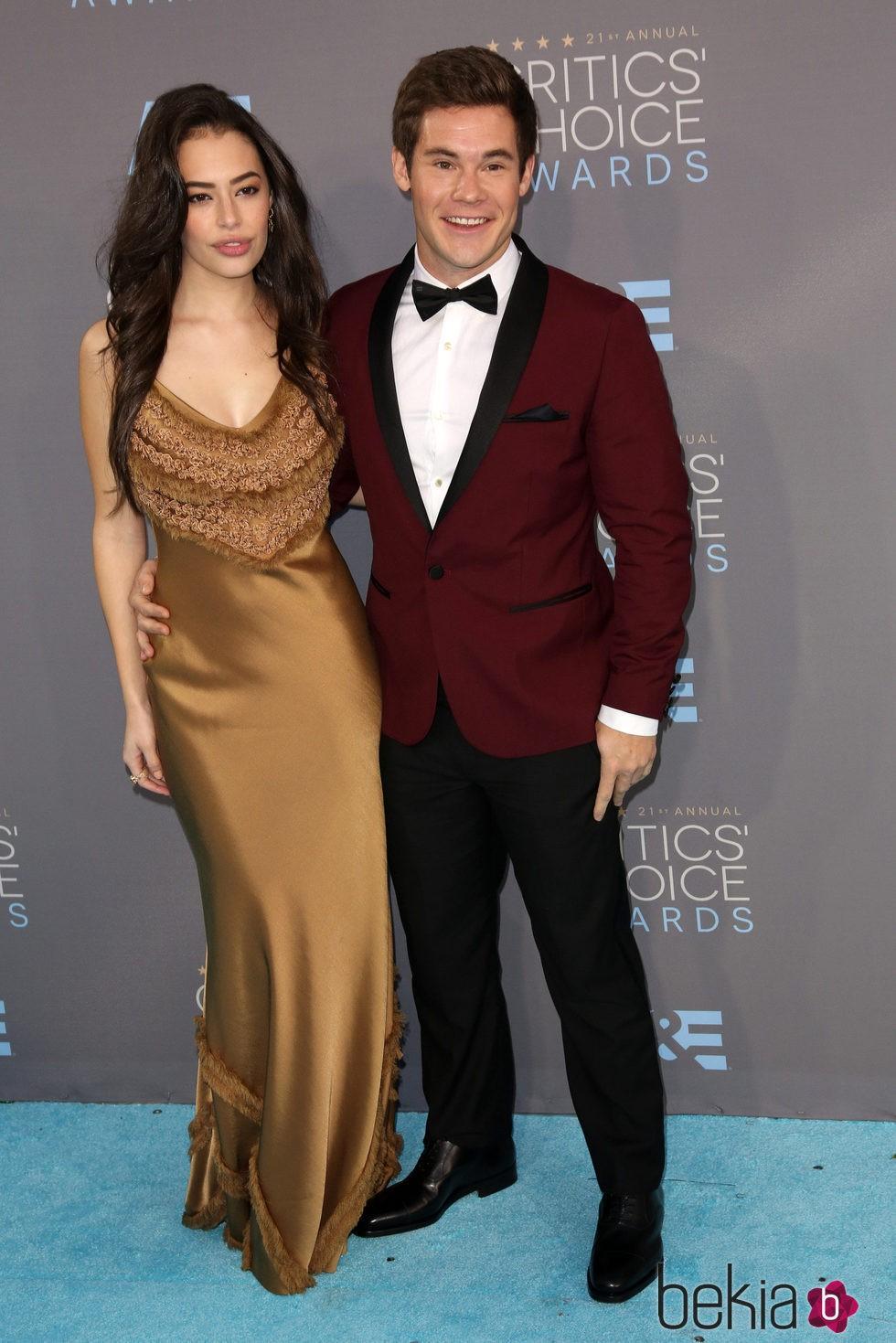 Chloe Bridges y Adam Devine en los Critics' Choice Awards 2016