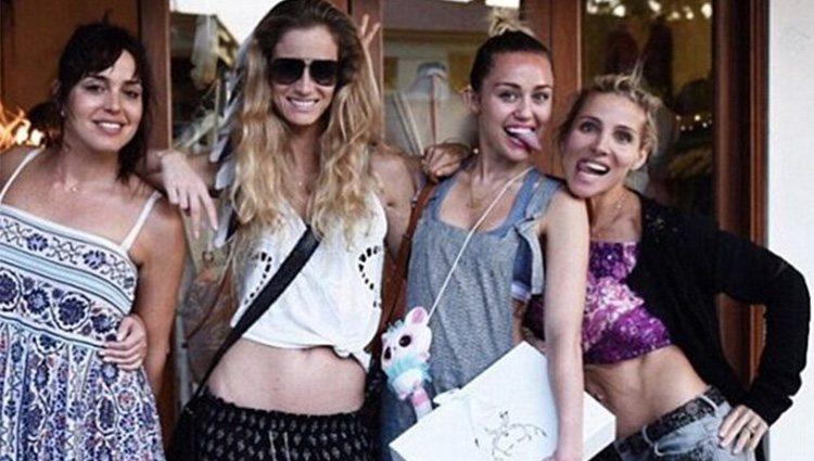 Elsa Pataky y Miley Cyrus, de fiesta con varias amigas