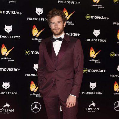 Álvaro Cervantes en la alfombra roja de los Premios Feroz 2016