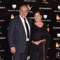 Tito Valverde y Verónica Forqué en los Premios Feroz 2016