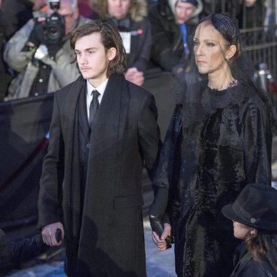 Céline Dion y su hijo René-Charles tras el funeral de Angélil