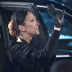 Céline Dion saludando en el funeral de René Angélil