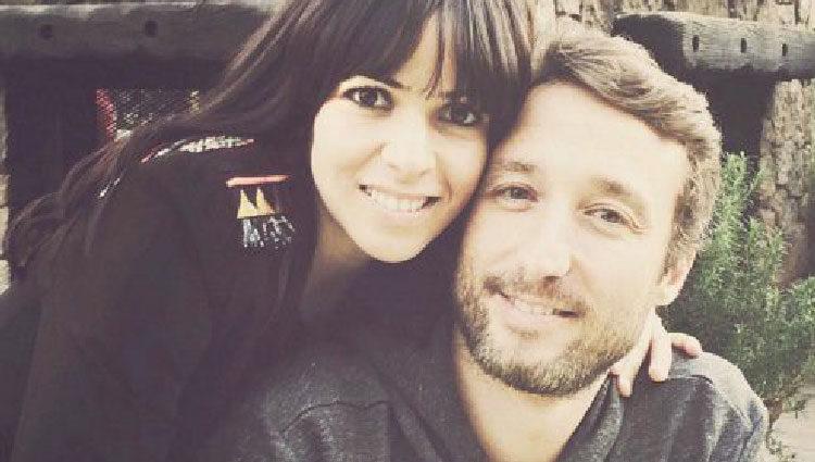 Raquel del Rosario abraza a su marido Pedro Castro