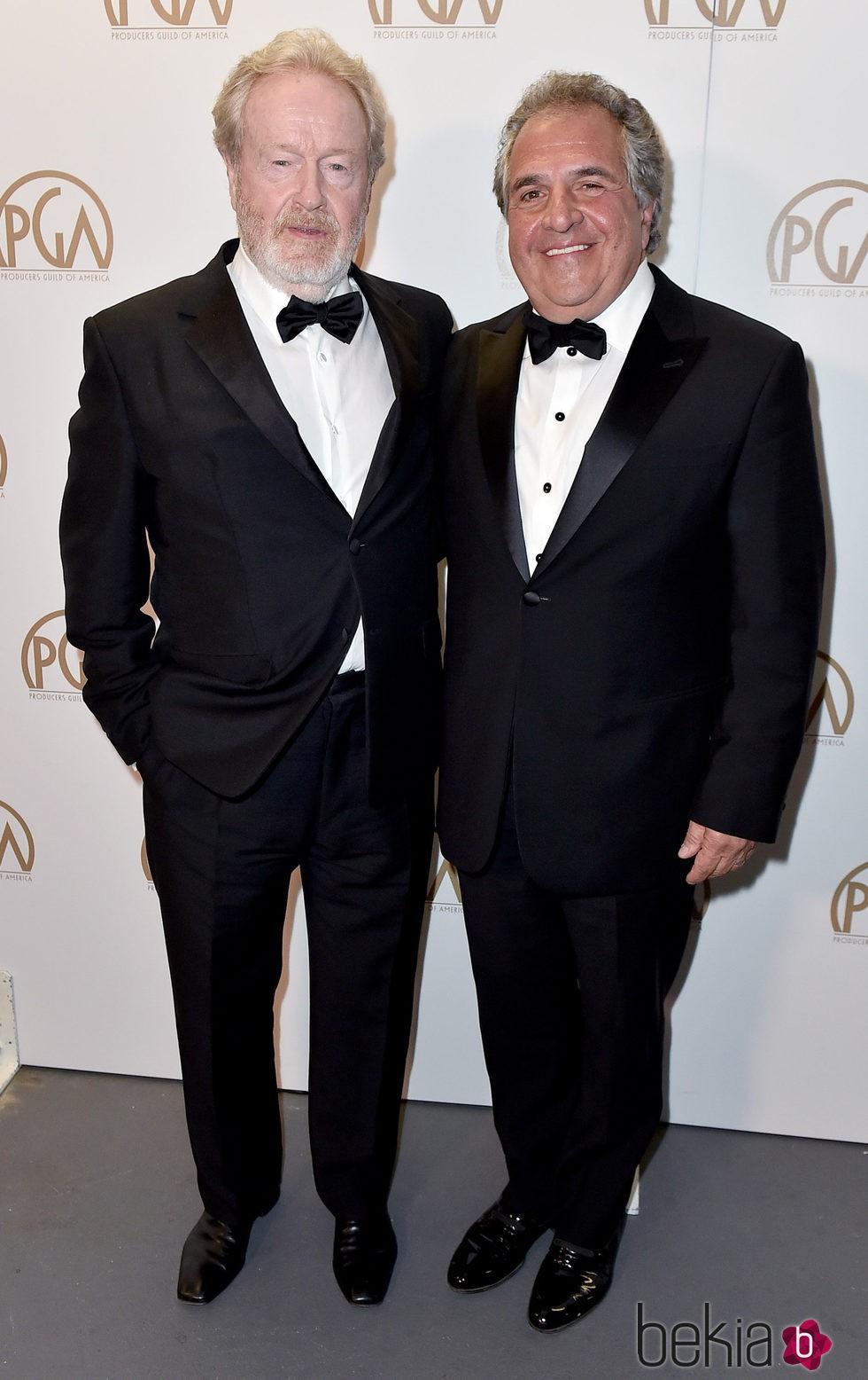 Ridley Scott y Jim Gonopulos en los Producers Guild Awards 2016