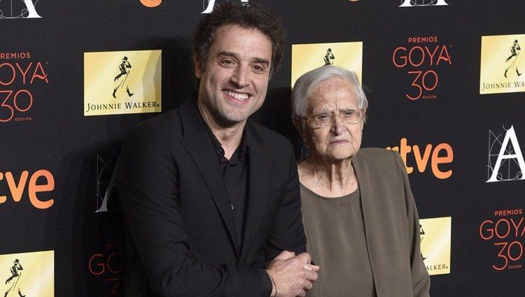 Daniel Guzmán y su abuela Antonia Guzmán en la cena de los nominados a los Premios Goya 2016