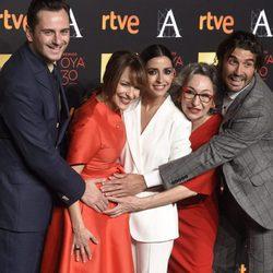 Asier Etxeandia, Paula Ortiz, Inma Cuesta, Luisa Gavasa y Álex García en la cena de los nominados a los Premios Goya 2016