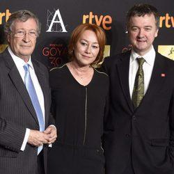 Gracia Querejeta con Porfirio Enríquez y Edmon Roch en la cena de los nominados a los Premios Goya 2016