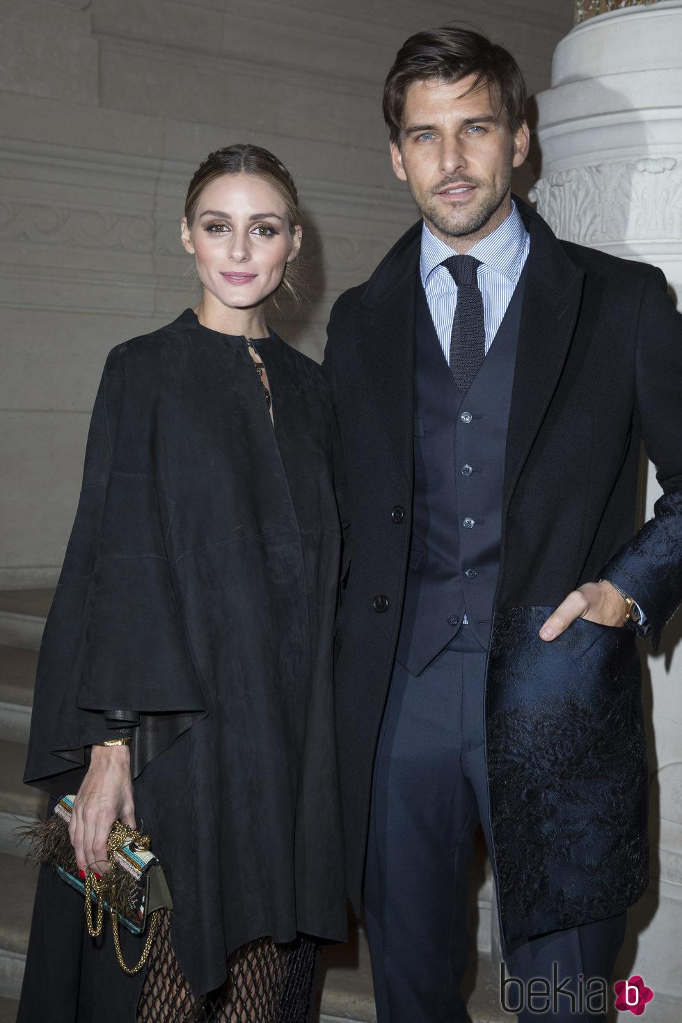 Olivia Palermo y Johannes Huebl en el desfile de Valentino en la Semana de la Alta Costura de París primavera/verano 2016