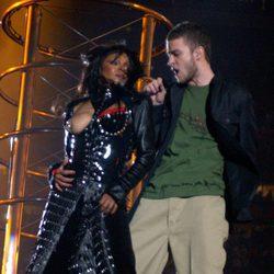 Janet Jackson enseña un pecho en la Super Bowl 2004 con Justin Timberlake