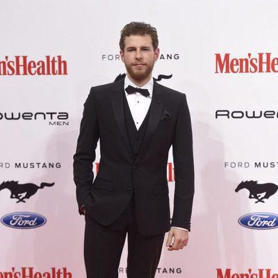 Álvaro Cervantes en los Premios Men's Health 2015