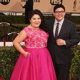 Rico Rodriguez y Raini Rodriguez en la alfombra roja de los SAG 2016