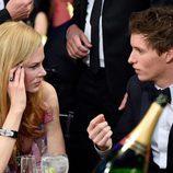 Nicole Kidman y Eddie Redmayne charlando en los Premios SAG 2016