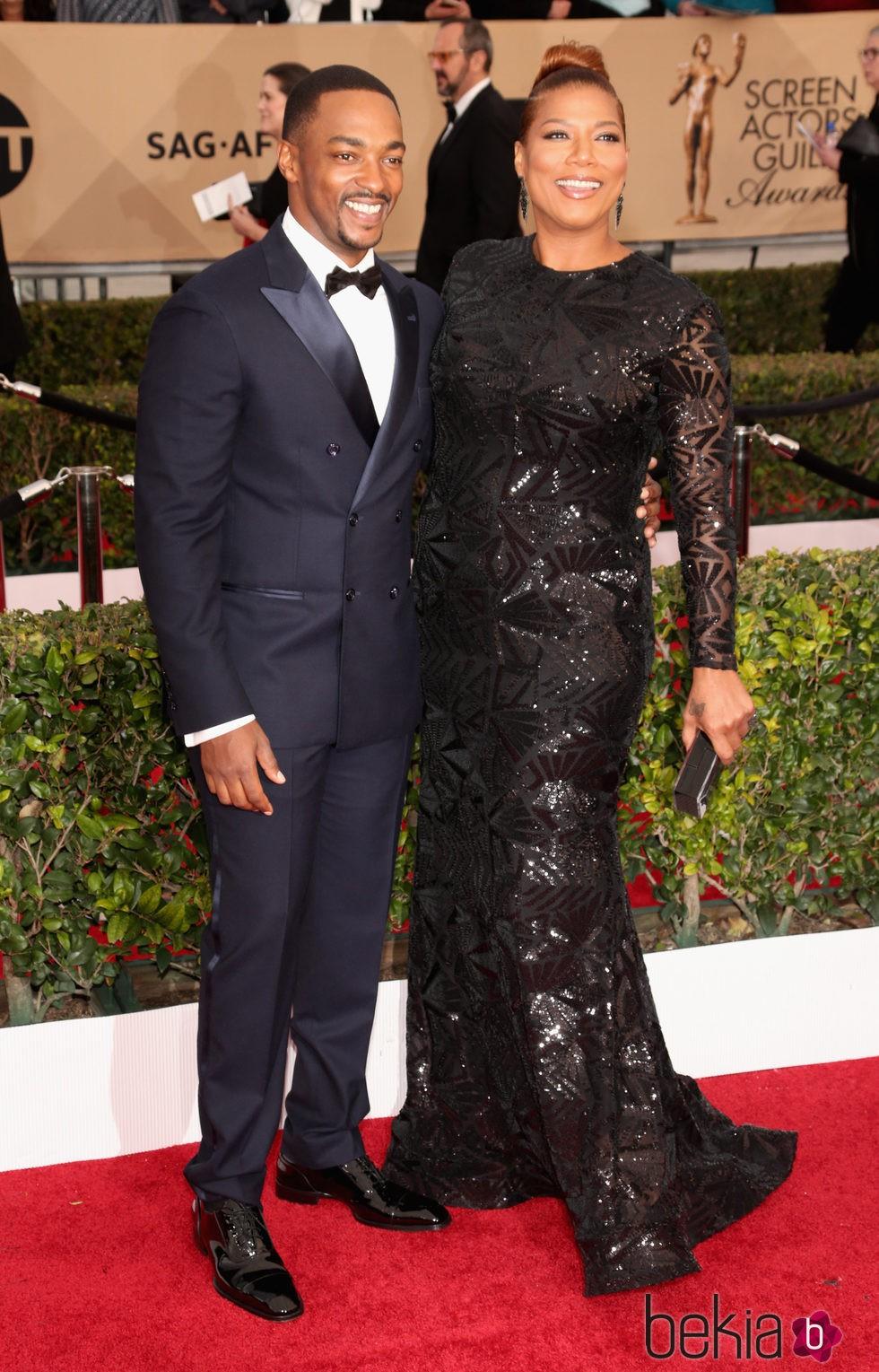Anthony Mackie y Queen Latifah en la alfombra roja de los SAG 2016