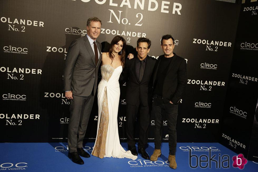 Penélope Cruz con Will Ferrell, Ben Stiller y Justin Theroux en la premiere en Madrid de 'Zoolander 2'