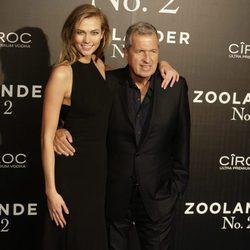 Karlie Kloss con Mario Testino en la premiere en Madrid de 'Zoolander 2'