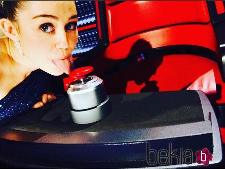 Miley Cyrus asesora en el equipo de Christina Aguilera en el programa 'The Voice'