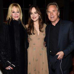 Melanie Griffith y Don Johnson apoyan a su hija Dakota Johnson en el estreno de su nueva película