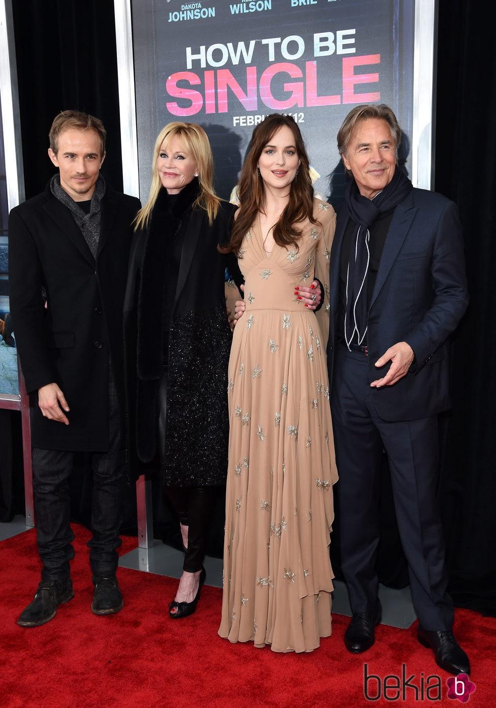 Melanie Griffith, Don Johnson y Jesse Johnson apoyan a Dakota Johnson en el estreno de su nueva película