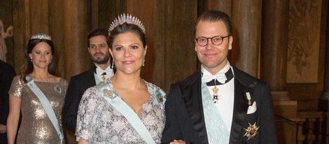 La Princesa Victoria de Suecia luciendo embarazo con Daniel de Suecia en una cena de gala