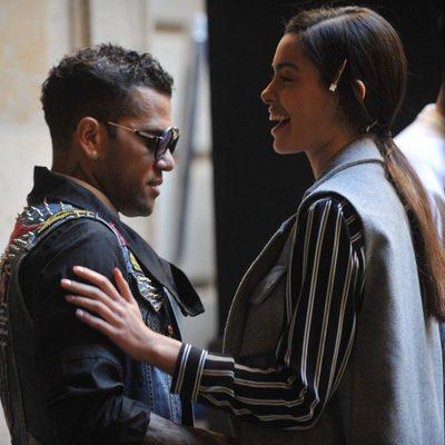 Dani Alves con su prometida Joana Sanz en el backstage de Lupo Collection en la 080 de Barcelona 2016