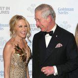 Kylie Minogue bromeando con el Príncipe Carlos en la Gala de los Prince's Trust Awards 2016