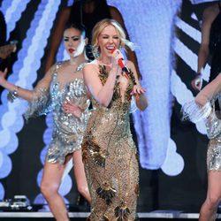 Kylie Minogue actuando en la Gala de los Prince's Trust Awards 2016