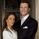Joaquín de Dinamarca y Marie Cavallier en el anuncio de su compromiso
