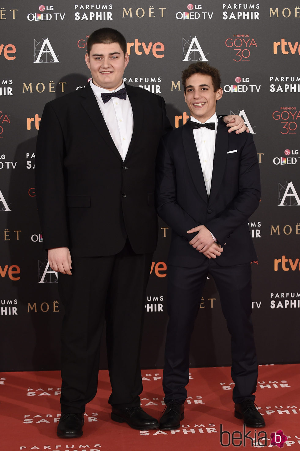 Antonio Bachiller y Miguel Herrán en la alfombra roja de los Premios Goya 2016