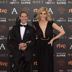 Javier Bandera y Bibiana Fernández en la alfombra roja de los Premios Goya 2016