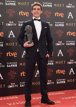 Miguel Herrán con su Goya al Mejor Actor Revelación
