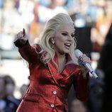 Lady Gaga cantando el himno americano en la Super Bowl 2016