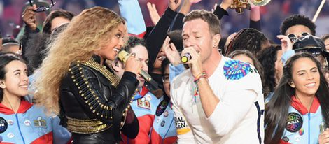 Beyoncé y Chris Martin durante su actuación en la Super Bowl 2016
