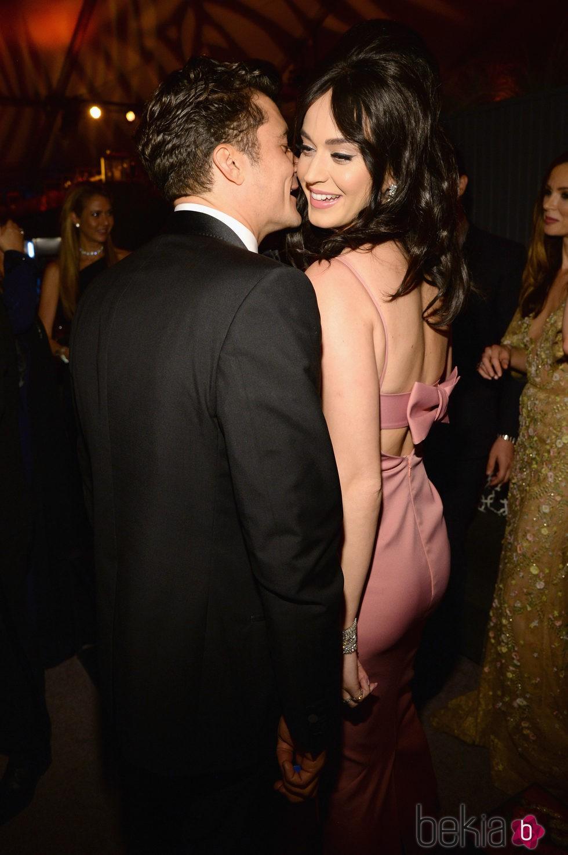 Orlando Bloom y Katy Perry cariñosos en la fiesta de los Globos de Oro 2016