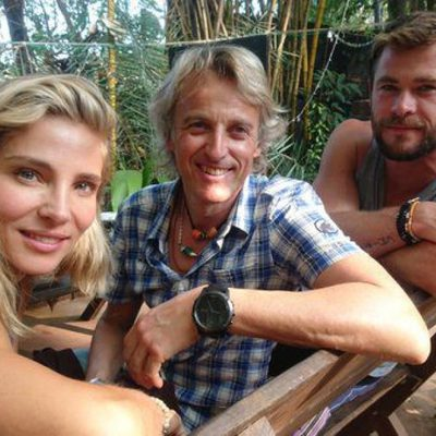Elsa Pataky y Chris Hemsworth con Jesús Calleja en La India
