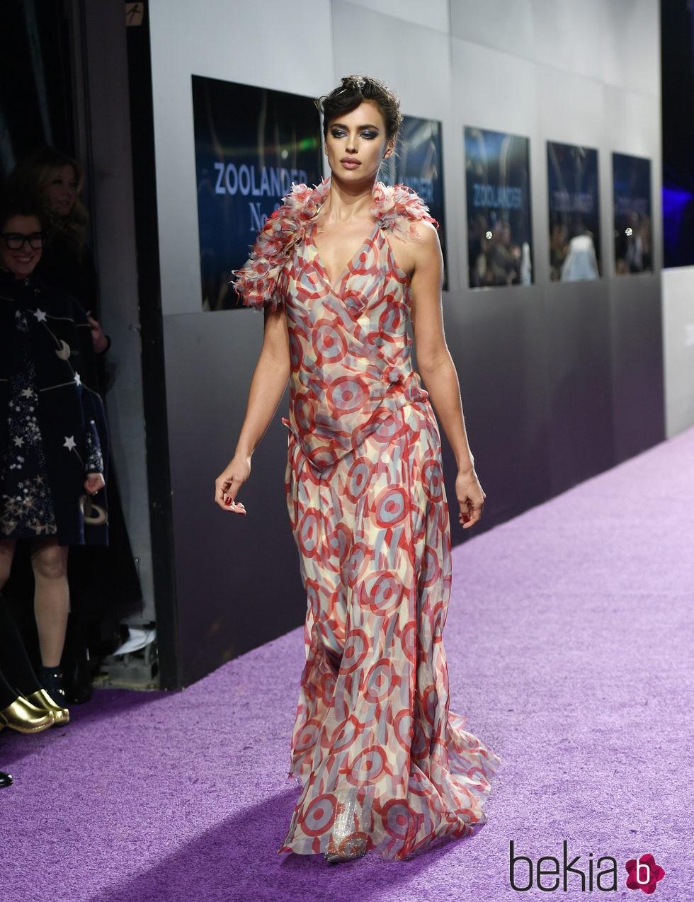 Irina Shayk desfilando en el estreno de 'Zoolander 2' en Nueva York