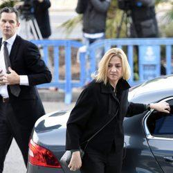 La Infanta Cristina e Iñaki Urdangarín salen del coche en la tercera sesión del juicio por el Caso Nóos