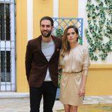 Jon Plazaola y María León en la presentación de la segunda temporada de la serie 'Allí abajo' en Sevilla