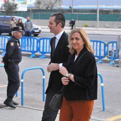 La Infanta Cristina, sonriente y colorida junto a Iñaki Urdangarín en la quinta sesión del juicio por el Caso Nóos