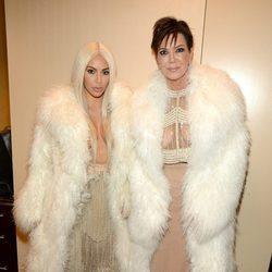 Kim Kardashian y Kris Jenner en el desfile de Kanye West 'Yeezy Season 3'