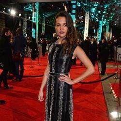 Alicia Vikander en la alfombra roja de los BAFTA 2016