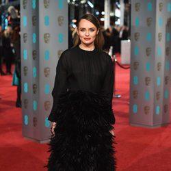 Laura Haddock en la alfombra roja de los BAFTA 2016